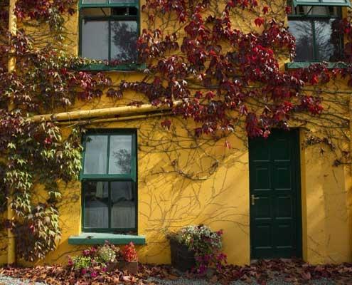 The Beara Way - Colouful House Ieland